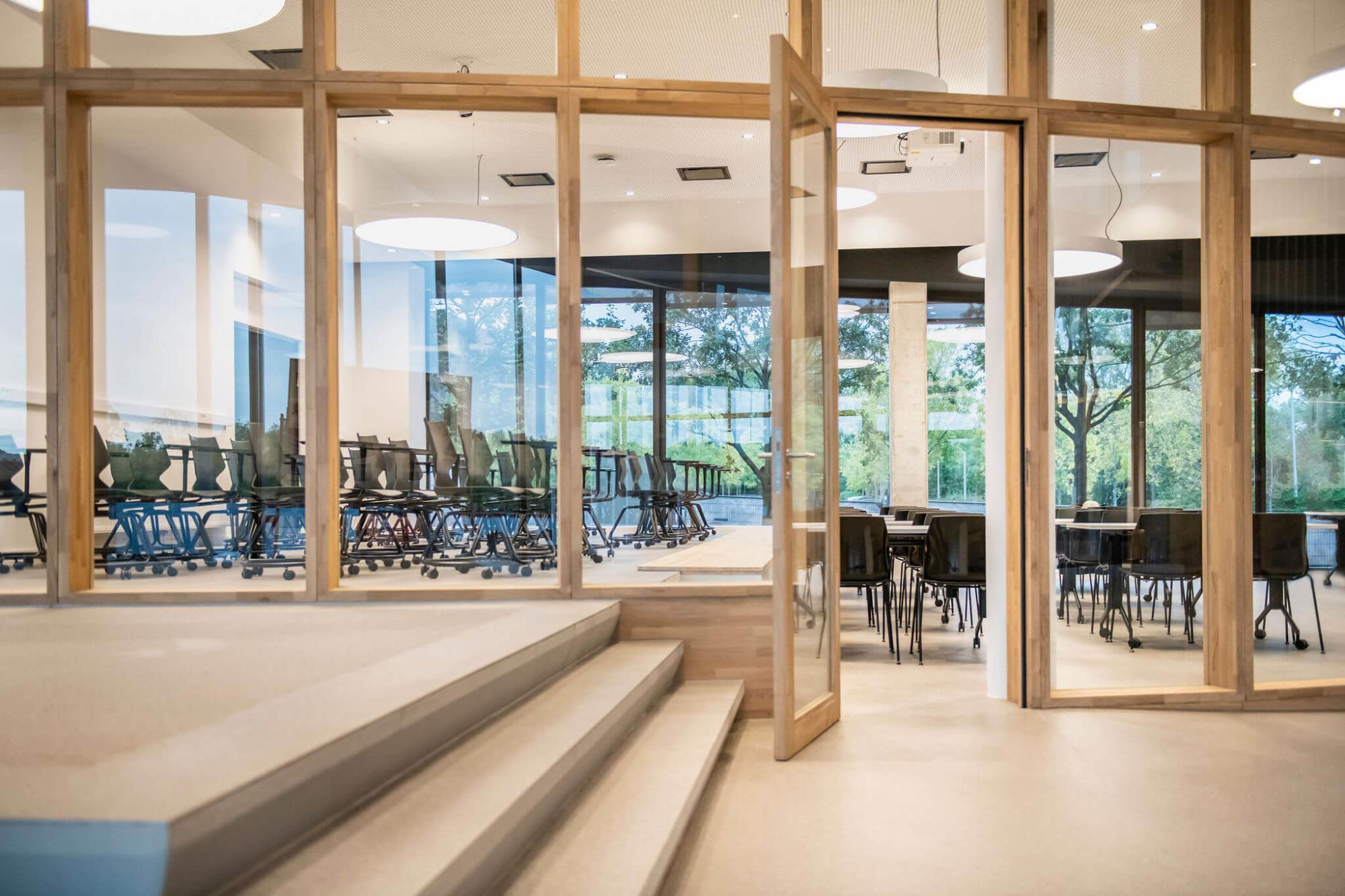 In de leslokalen bij Vives Kortrijk staan flexibiliteit en openheid centraal.